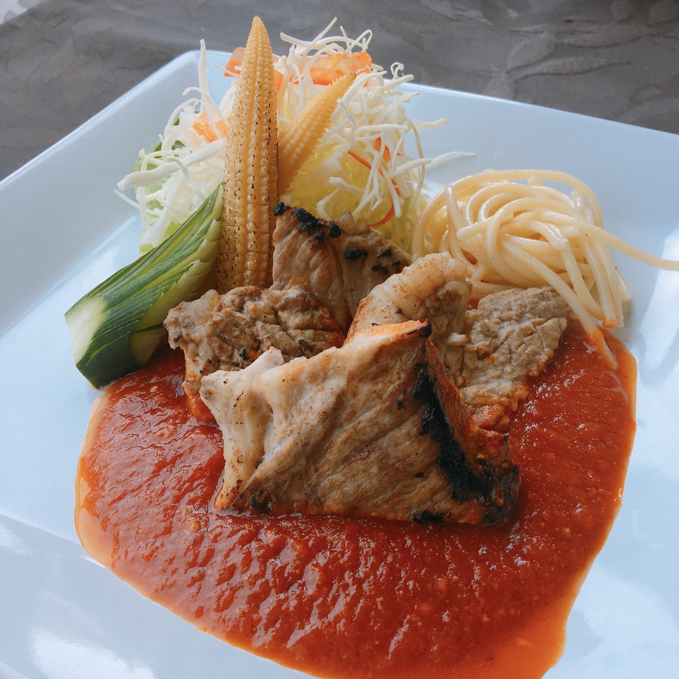 生トマトのポークチャップ、白身魚の黄身和え